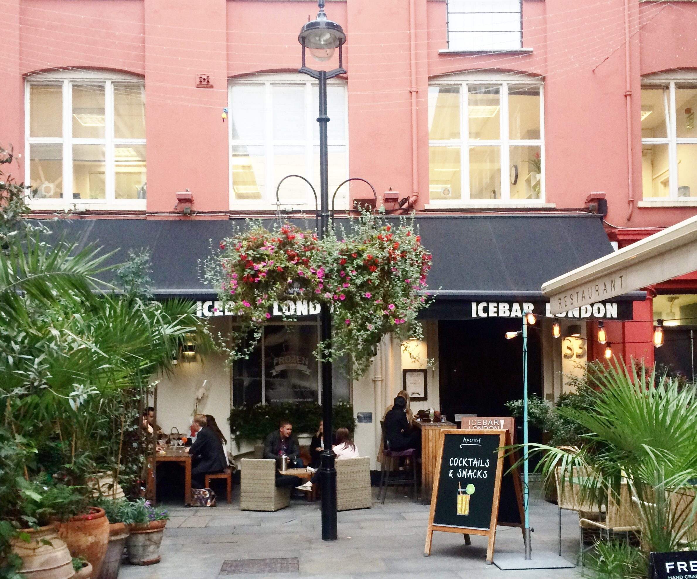 Heddon Street, London, Mo cafe
